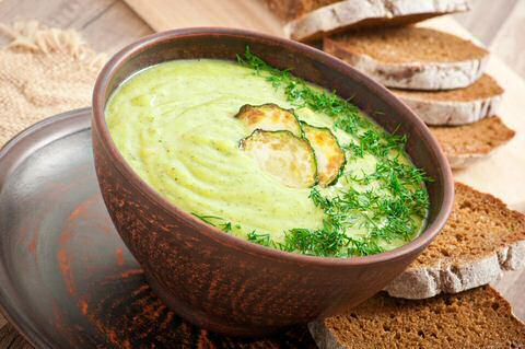 Courgette suppe med brød